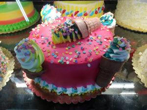 どピンクのユニコーンとソフトクリーム